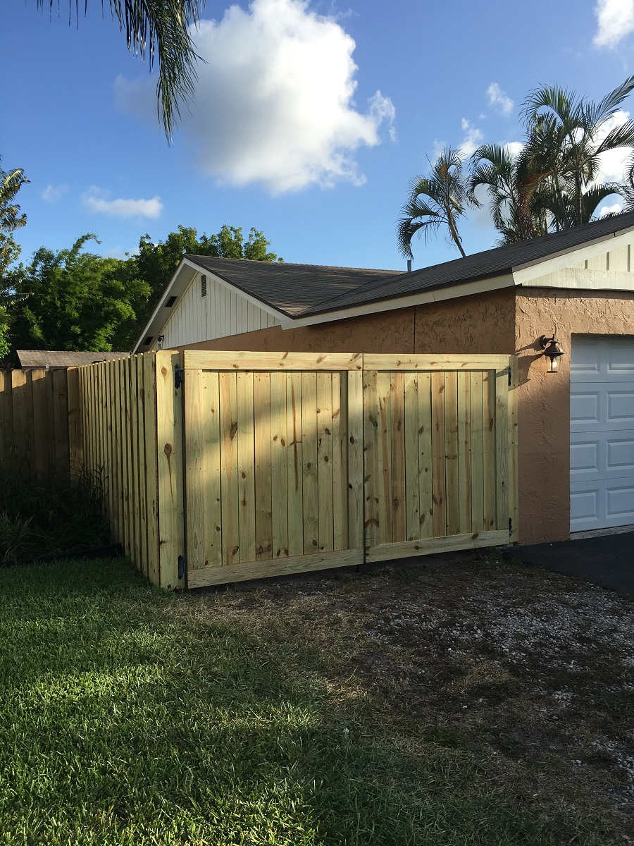 residential wooden fence wellington fl