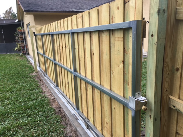 wellington fl commercial fence company